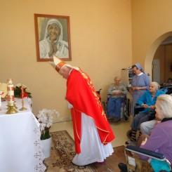 Zakład Pielęgnacyjno Opiekuńczy w Żołyni - Wizytacja Kanoniczna Bpa Adama Szala 2015